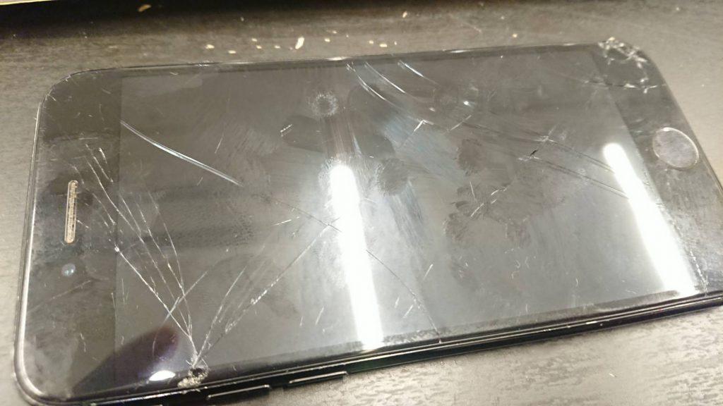 画面が割れてしまったアイフォン7