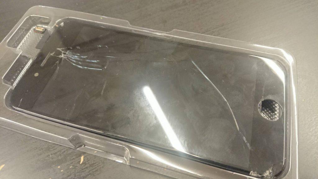 画面が割れて液晶が映らなくなったアイフォン6S